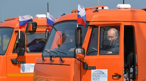 Putin lái các cỗ xe đặc biệt