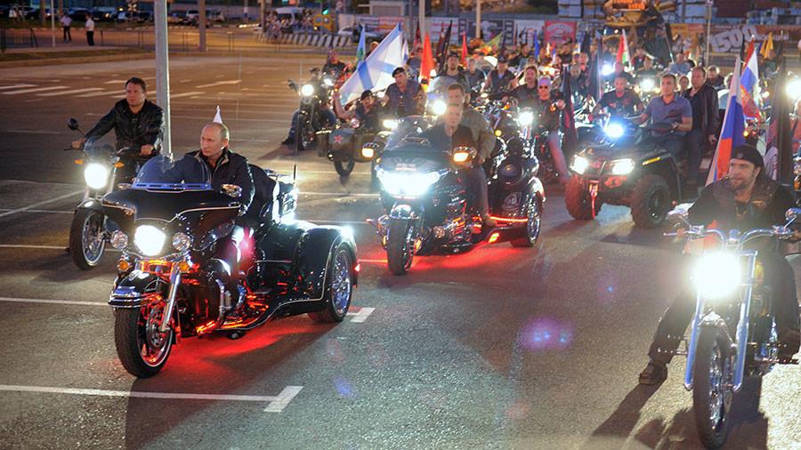 Ngắm những cỗ xe đặc biệt ông Putin từng chinh phục
