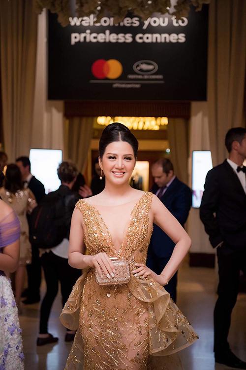 Đinh Hiền Anh hát dân ca ngọt lịm ở Cannes