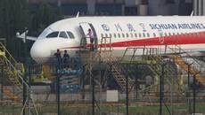 Tái hiện cảnh phi công Trung Quốc bị hút khỏi máy bay