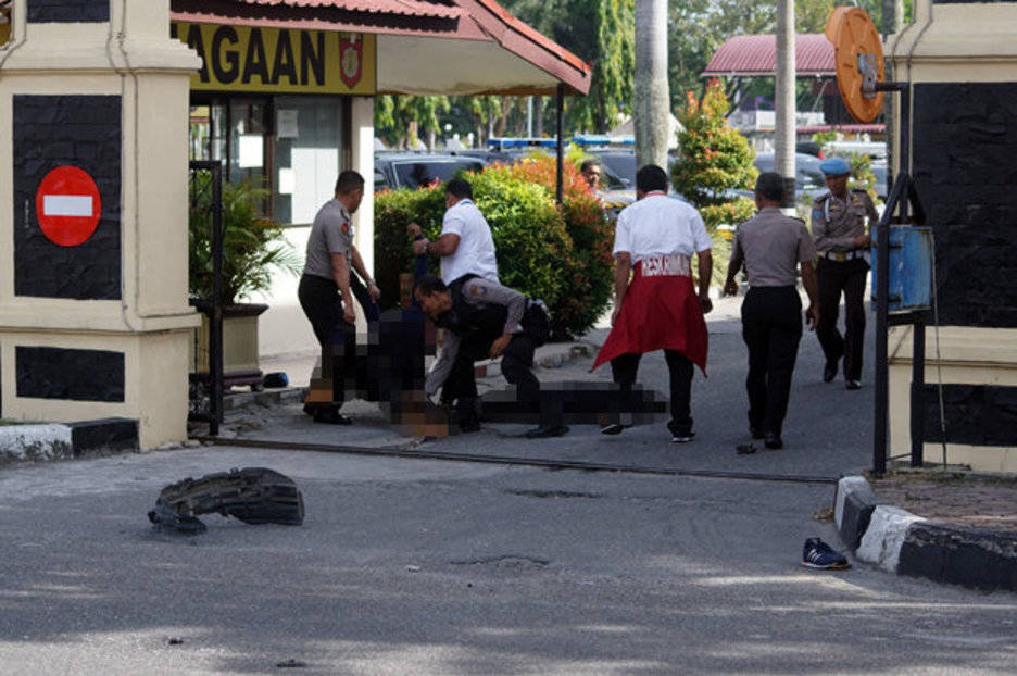 Indonesia,tấn công,kiếm samurai,đánh bom liều chết