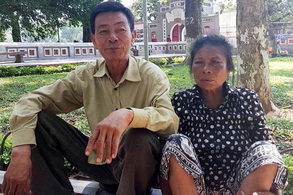 Tình yêu,Hồ Hoàn Kiếm,Hoàn cảnh khó khăn