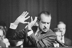"""Ngày này năm xưa: Bê bối khiến Tổng thống Mỹ """"ngã ngựa"""""""