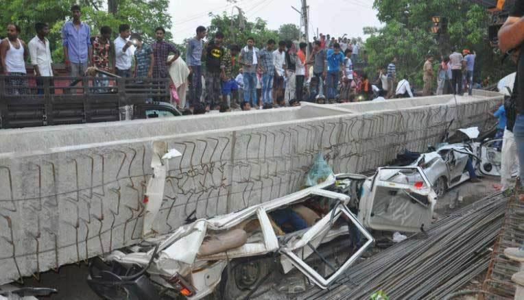 Ấn Độ,sập cầu vượt,hiện trường kinh hoàng
