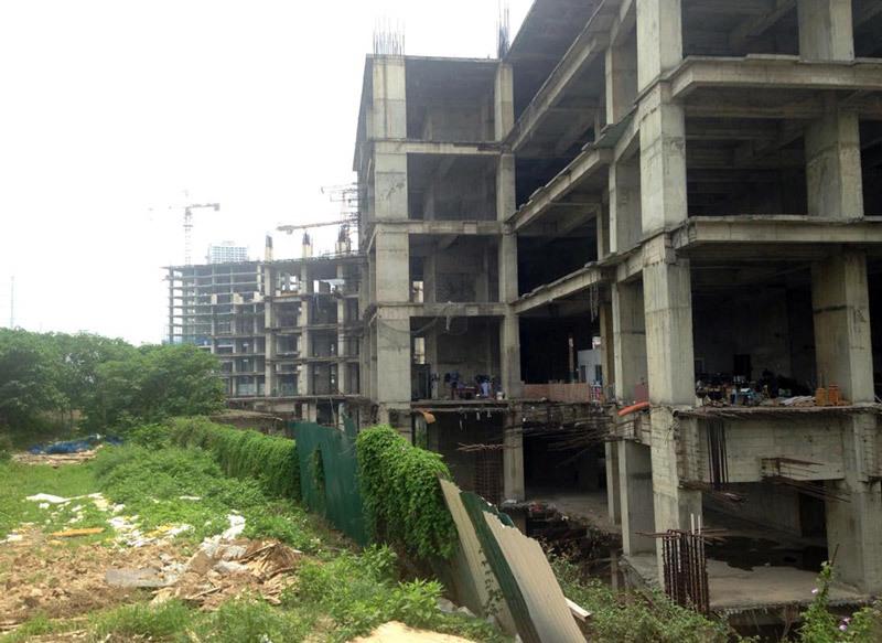 'Biểu tượng đổ vỡ', tòa tháp hoen ố trên đất Sài Gòn - Hà Nội