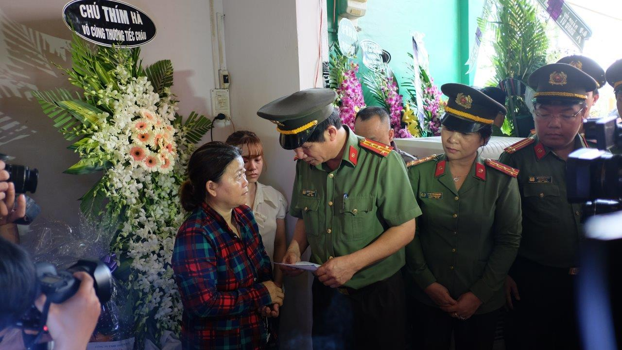 Khóc nghẹn tiễn đưa hiệp sĩ đường phố tử nạn ở Sài Gòn