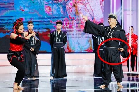 Cặp đôi hài hước: Hoàng Hải đánh võ đến tụt quần trên sân khấu