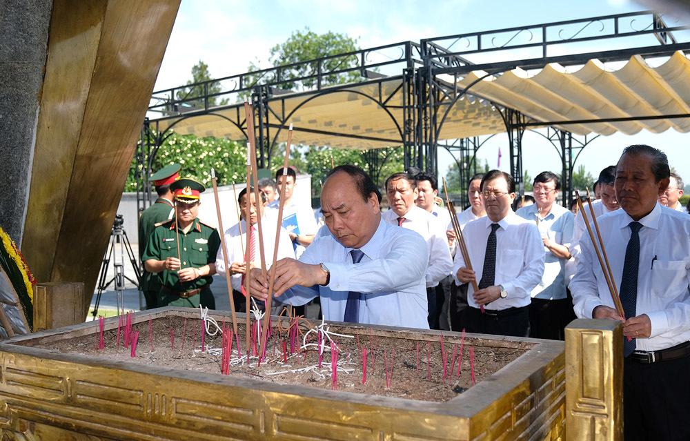 Thủ tướng Nguyễn Xuân Phúc,Nguyễn Xuân Phúc,Quảng Trị,Nghĩa trang Trường Sơn,Nghĩa trang đường 9