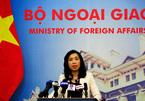 Bộ Ngoại giao nói về việc du khách TQ mặc áo in đường lưỡi bò