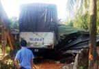 Xe tải lao sập nhà lúc đang ngủ, cả gia đình nhập viện