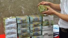 Trăm tỷ tiết kiệm bốc hơi: Tiền trong két ngân hàng, tại khách không biết giữ
