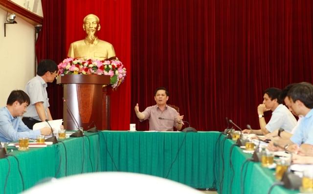Bộ trưởng GTVT dồn dập chất vấn Tổng cục vấn đề gây tranh cãi