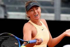 """""""Búp bê"""" Sharapova bay vào tứ kết"""