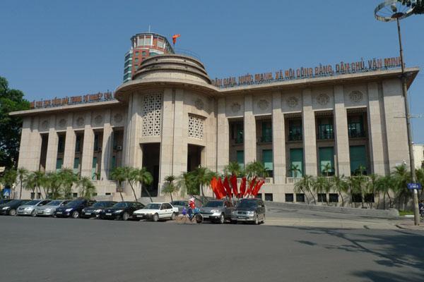 Chuyên viên tự ý bỏ việc: Ngân hàng Nhà nước đòi đền bù 217 triệu