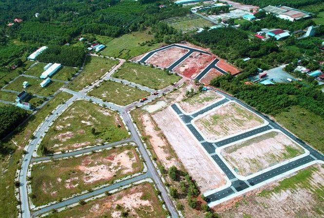 Bộ Tài chính nói gì về việc 'bán đất để ăn', dùng ô tô biếu tặng?