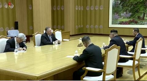 Người tóc bạc bí ẩn trong cuộc gặp Kim Jong Un-Ngoại trưởng Mỹ