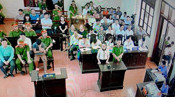 Xét xử BS Hoàng Công Lương: Bất thường 'lời khai sinh đôi'