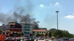 Giữa trưa dân Thủ đô náo loạn xô chậu xách nước dập lửa