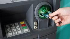 'Chiêu' tiết kiệm trăm nghìn tiền phí giao dịch ATM