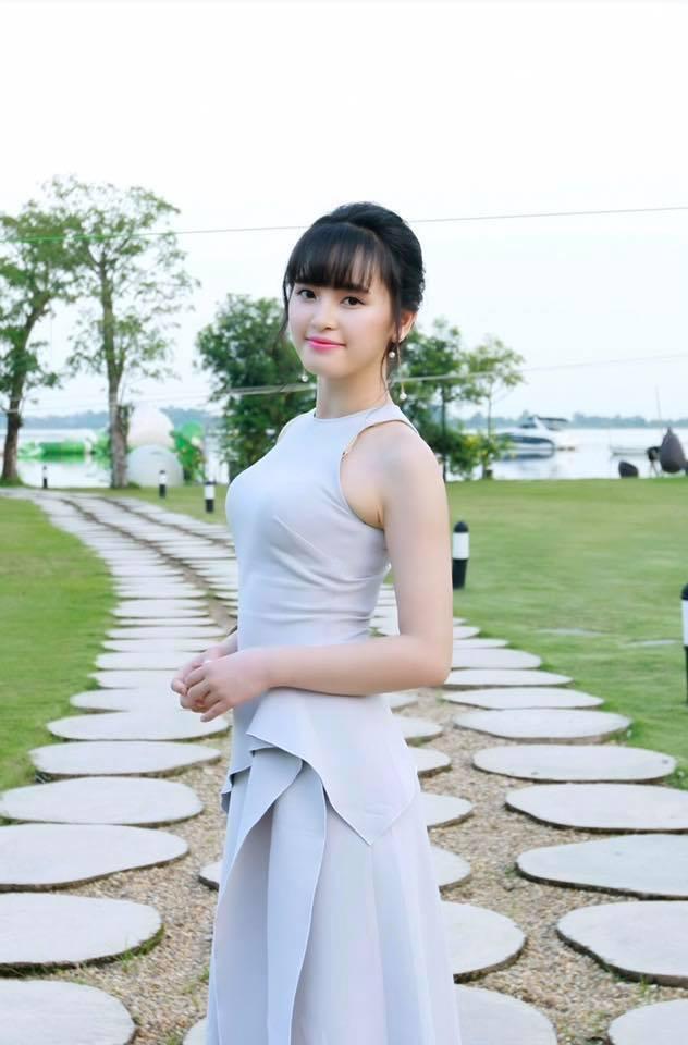 Nhan sắc cô gái Lào Cai nhận nuôi bé 14 tháng nặng 3,5 kg