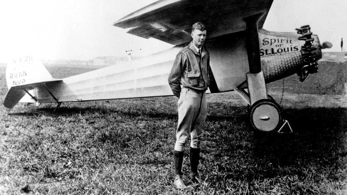 Ngày này năm xưa: Chuyến bay chấn động của người hùng nước Mỹ
