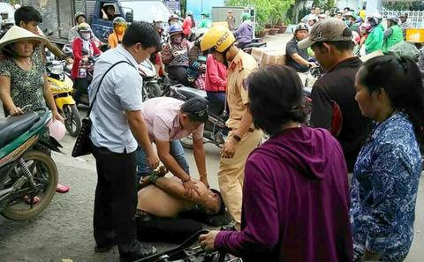 Dân cùng CSGT hiệp đồng bắt đối tượng trộm xe trên đường phố Sài Gòn