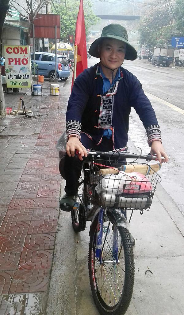 Chỉ 132 nghìn đồng, chàng trai đạp xe hơn 2.000km theo dấu chân Bác
