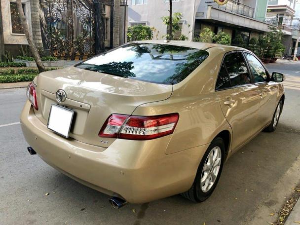 Toyota Camry dùng 8 năm, rao bán hơn 900 triệu