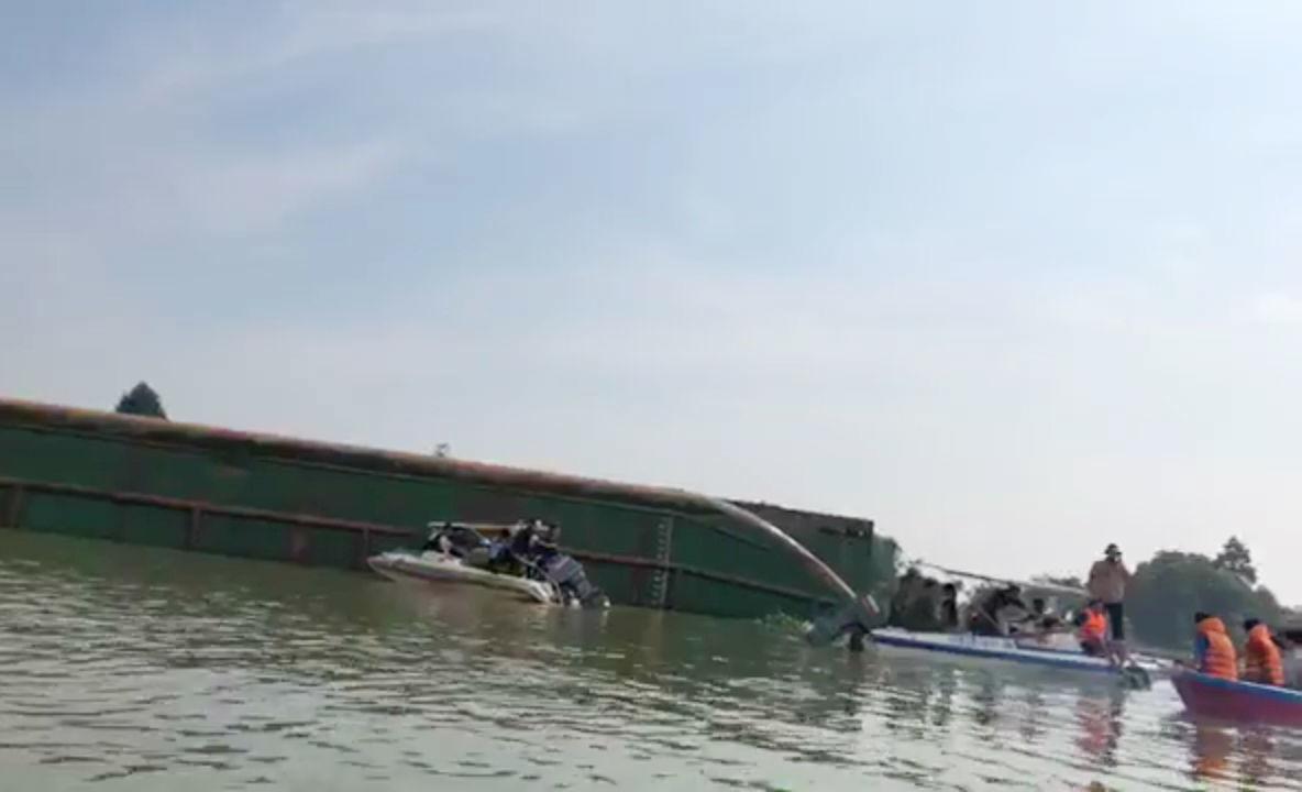 Ông Khuất Việt Hùng: Sớm khởi tố vụ lật sà lan, 3 người mất tích