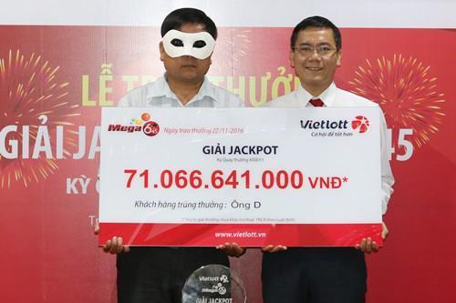 Cuộc đời đổi thay của 2 người đầu tiên trúng số Vietlott gần 100 tỷ