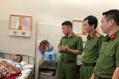Chủ tịch nước tặng huân chương dũng cảm cho 7 'hiệp sĩ'