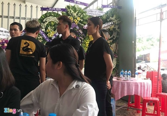 H'Hen Niê, Tăng Thanh Hà khóc nghẹn trong lễ tang stylist Mì Gói