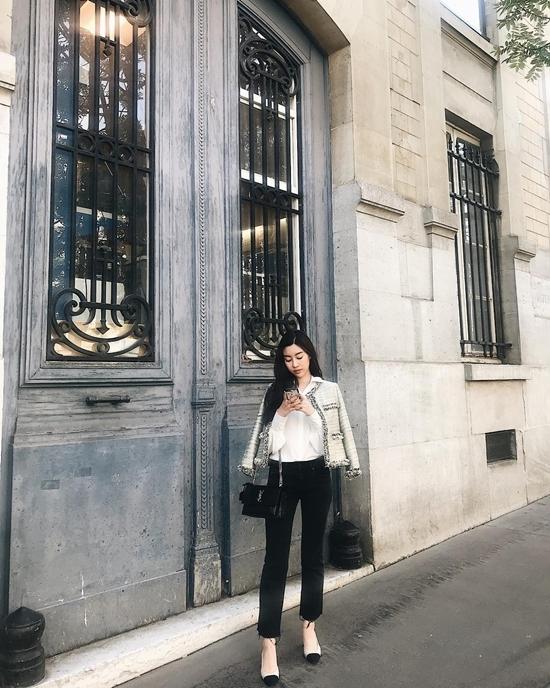 Không hở bạo, Angela Phương Trinh dịu dàng hiếm thấy