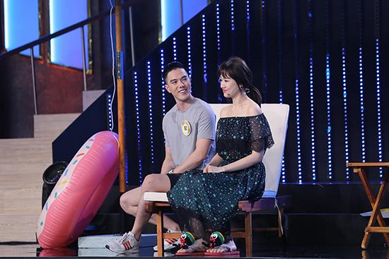 MC Lại Văn Sâm bất ngờ khoe giọng trước hơn 200 cô gái