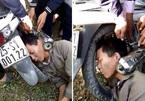 Người đàn ông bị kẹp đầu vào ống pô xe máy: Tai nạn khiến dân mạng 'đau đầu' tìm lời giải