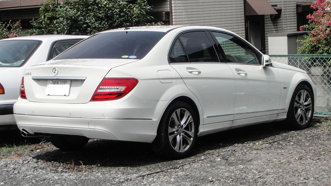 Bị đâm hỏng cản sau thiệt hại hơn 30 triệu và cách ứng xử của chủ nhân Mercedes-Benz