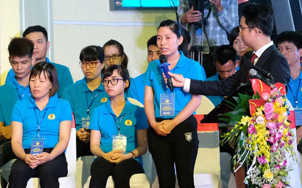 Thủ tướng: Đối thoại để giải quyết vấn đề bức xúc của công nhân