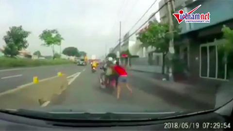 Cô gái tuyệt vọng kêu cứu khi bị cướp kéo lê trên quốc lộ