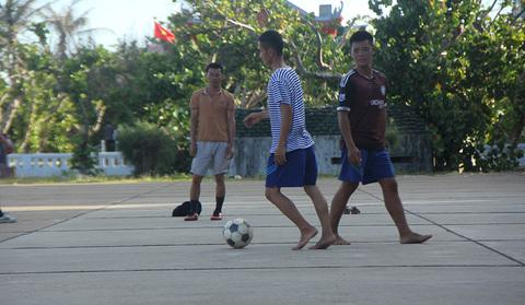 đá bóng ở Trường Sa