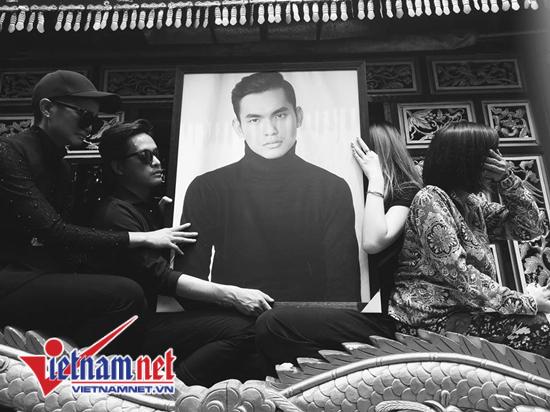 Hoa hậu H'hen Niê đưa tang stylist 27 tuổi Mì Gói