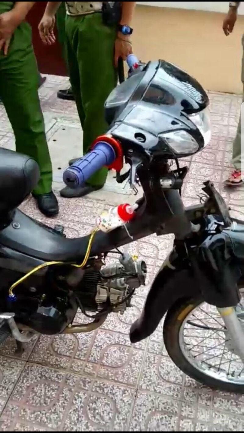 Vây bắt hàng trăm xe đua, cảnh sát bị tông thương tích