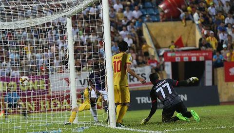 Oseni nâng tỷ số lên 2-0 cho Hà Nội FC