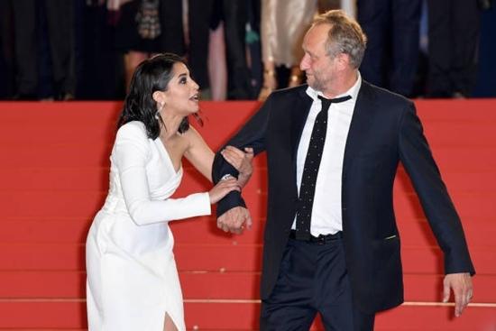 Những hình ảnh cực hài hước trên thảm đỏ Cannes 2018