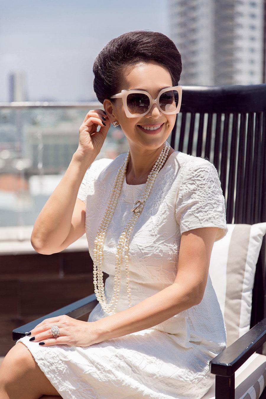Nữ hoàng ảnh lịch một thời khoe vẻ đẹp quý phái ở tuổi U60