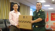 Báo VietNamNet tặng sách và máy tính cho Bộ đội Biên phòng