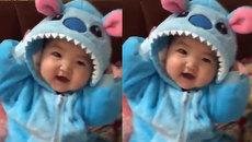 """Em bé """"gấu xanh"""" cực đáng yêu"""