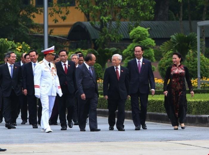 Lãnh đạo Đảng, Nhà nước và ĐBQH vào Lăng viếng Bác