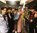 Taylor Swift và loạt sao đình đám khoe ảnh chụp cùng BTS