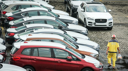 Vì sao hơn 800 xe BMW đắp chiếu hàng năm trời ở cảng?