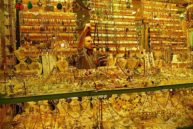 Grand Bazaar: Khu chợ 4.000 gian hàng toàn đàn ông đứng bán